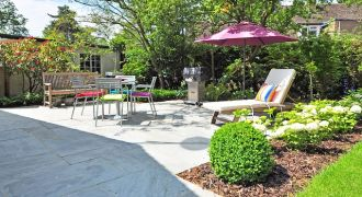 Terrasse aménagée avec un salon de jardin