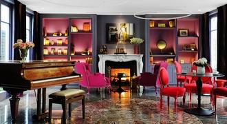 Salon aménagé avec des meubles